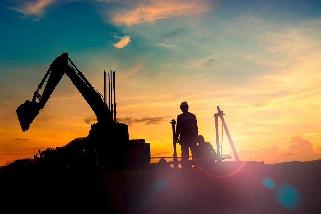 Choosing When to Buy or Rent Heavy Equipment